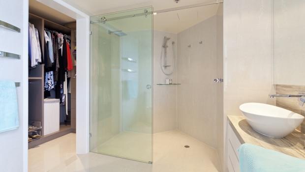 Dressing naast de badkamer - Slaapkamer met badkamer en dressing ...