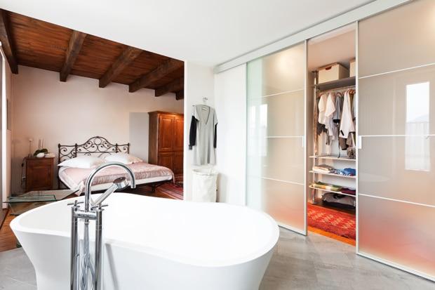 Inloopkast op maat tips inspiratie inloopkasten realisaties - Slaapkamer met badkamer en dressing ...